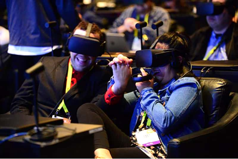 Virtual reality is one of the digital trade show booth trends that can increase attendee traffic.